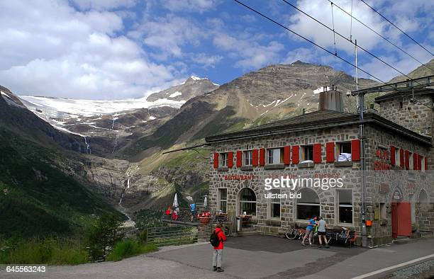 StartBahnhof Pontresina Fahrt mit Original BerninaExpressBlick auf Piz Bernina und Piz Palue Naehe Station Alp Gruem