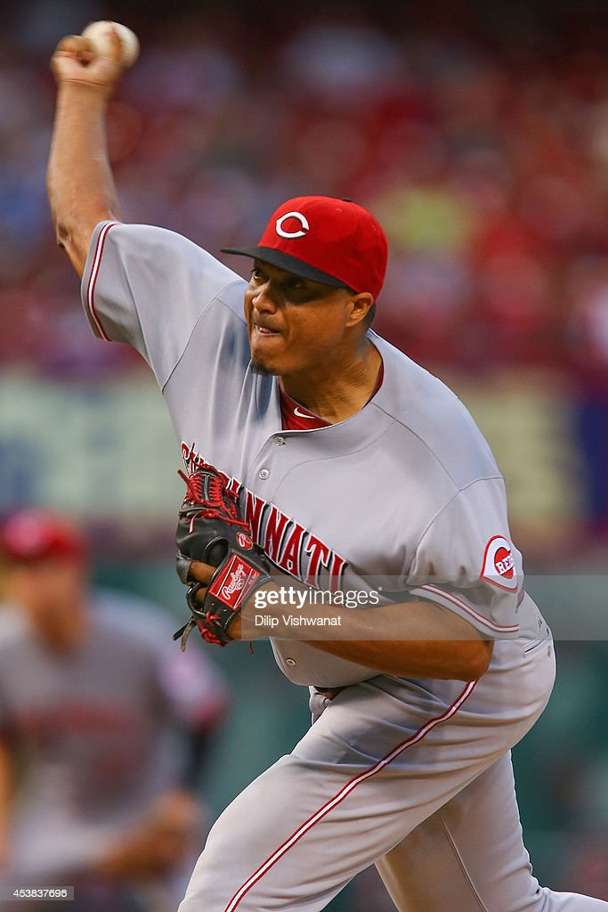 Starter <a gi-track='captionPersonalityLinkClicked' href=/galleries/search?phrase=Alfredo+Simon&family=editorial&specificpeople=2530426 ng-click='$event.stopPropagation()'>Alfredo Simon</a> #31 of the Cincinnati Reds pitches against the St. Louis Cardinals in the first inning t Busch Stadium on August 19, 2014 in St. Louis, Missouri.