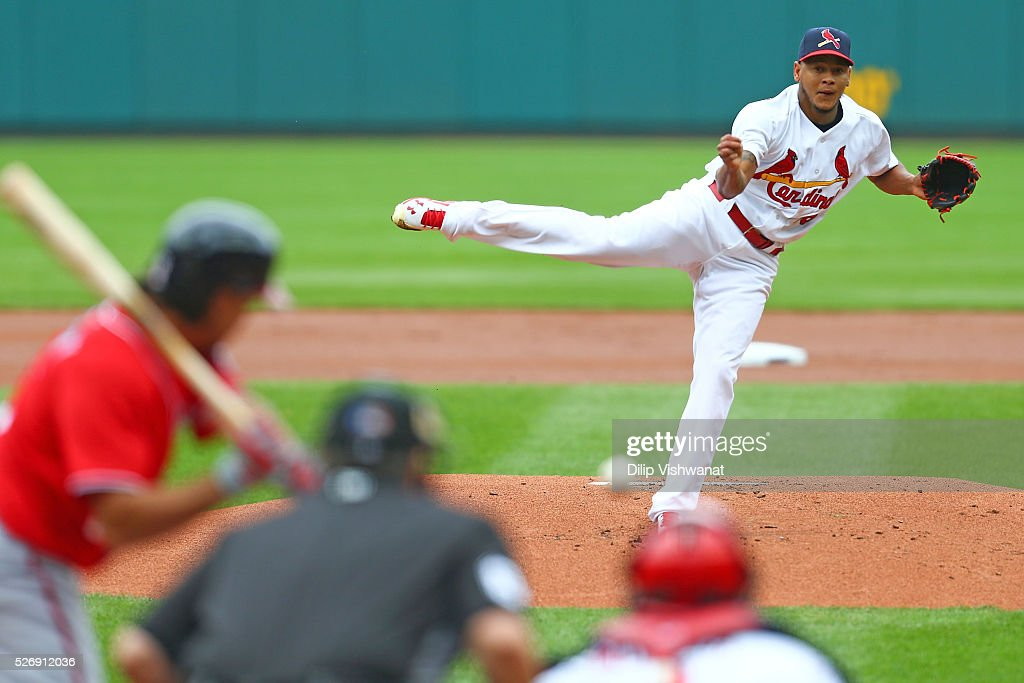 Starter Carlos Martinez #18 of the St. Louis Cardinals pitches against the Washington Nationals in the first inning Busch Stadium on May 1, 2016 in St. Louis, Missouri.