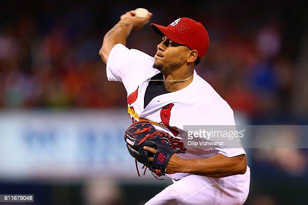 Starter Carlos Martinez of the St Louis Cardinals pitches against the Pittsburgh Pirates in the first inning at Busch Stadium on September 30 2016 in...