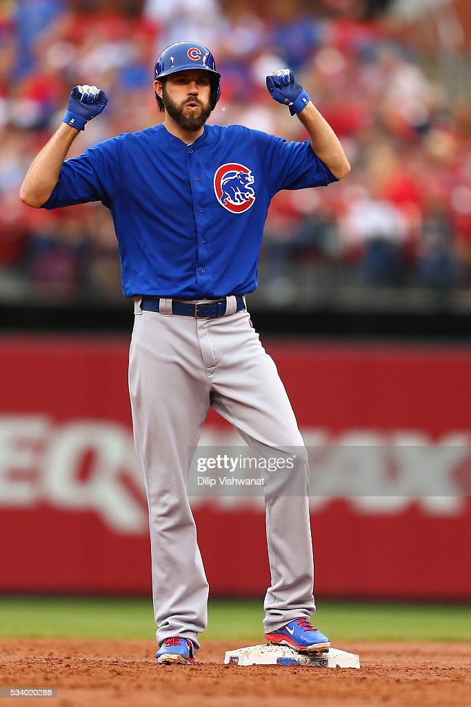 Starter <a gi-track='captionPersonalityLinkClicked' href=/galleries/search?phrase=Jason+Hammel+-+Joueur+de+baseball&family=editorial&specificpeople=7902991 ng-click='$event.stopPropagation()'>Jason Hammel</a> #39 of the Chicago Cubs acknowledges his teammates after hitting a two-run double against the St. Louis Cardinals in the first inning at Busch Stadium on May 24, 2016 in St. Louis, Missouri.