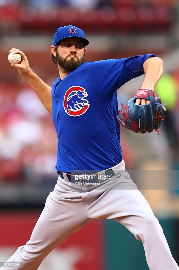 Starter <a gi-track='captionPersonalityLinkClicked' href=/galleries/search?phrase=Jason+Hammel+-+Honkbalspeler&family=editorial&specificpeople=7902991 ng-click='$event.stopPropagation()'>Jason Hammel</a> #39 of the Chicago Cubs pitches against the St. Louis Cardinals in the second inning at Busch Stadium on May 24, 2016 in St. Louis, Missouri.