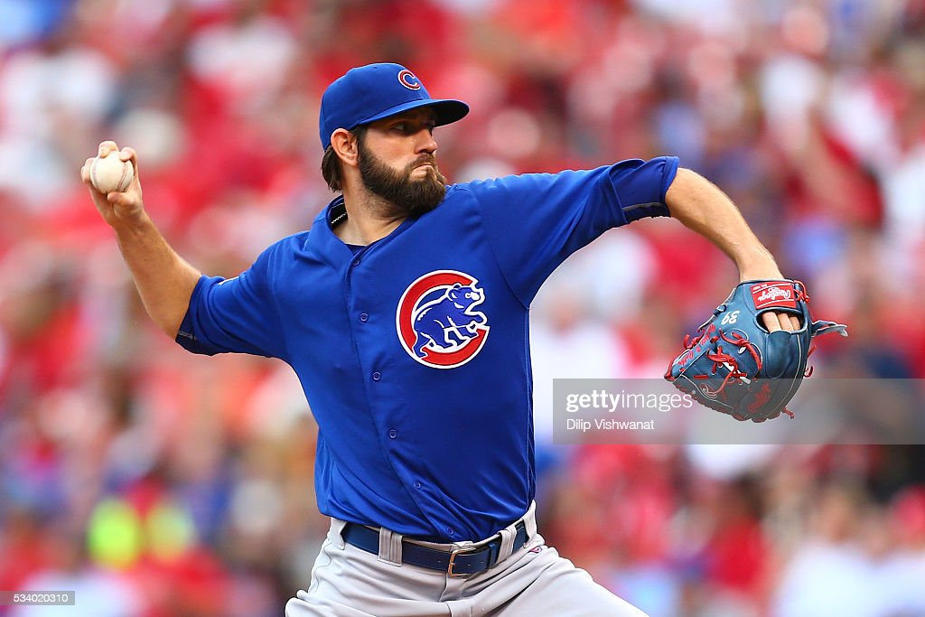 Starter <a gi-track='captionPersonalityLinkClicked' href=/galleries/search?phrase=Jason+Hammel+-+Honkbalspeler&family=editorial&specificpeople=7902991 ng-click='$event.stopPropagation()'>Jason Hammel</a> #39 of the Chicago Cubs pitches against the St. Louis Cardinals in the first inning at Busch Stadium on May 24, 2016 in St. Louis, Missouri.