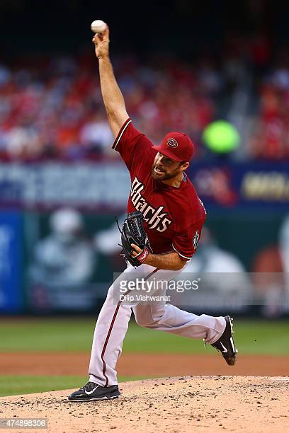 Starter Josh Collmenter of the Arizona Diamondbacks pitches against the St Louis Cardinals in the second inning at Busch Stadium on May 27 2015 in St...