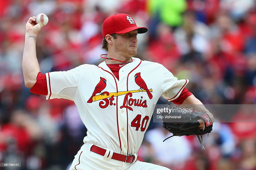 Starter <a gi-track='captionPersonalityLinkClicked' href=/galleries/search?phrase=Shelby+Miller&family=editorial&specificpeople=4761626 ng-click='$event.stopPropagation()'>Shelby Miller</a> #40 of the St. Louis Cardinals pitches against the Atlanta Braves at Busch Stadium on May 17, 2014 in St. Louis, Missouri.