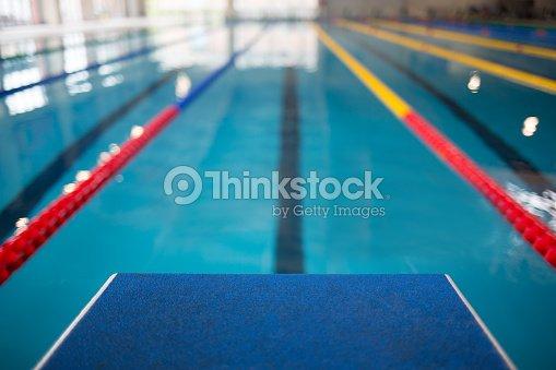 starting line in swimming pool ストックフォト thinkstock