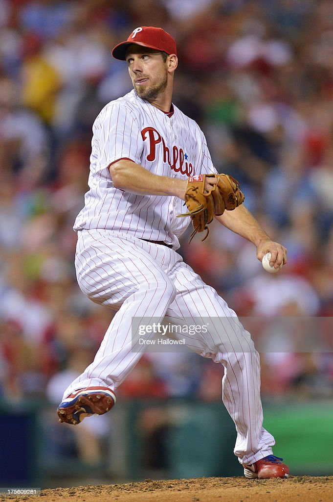 Starting pitcher <a gi-track='captionPersonalityLinkClicked' href=/galleries/search?phrase=Cliff+Lee&family=editorial&specificpeople=218092 ng-click='$event.stopPropagation()'>Cliff Lee</a> #33 of the Philadelphia Phillies delivers a pitch against the Atlanta Braves at Citizens Bank Park on August 4, 2013 in Philadelphia, Pennsylvania.