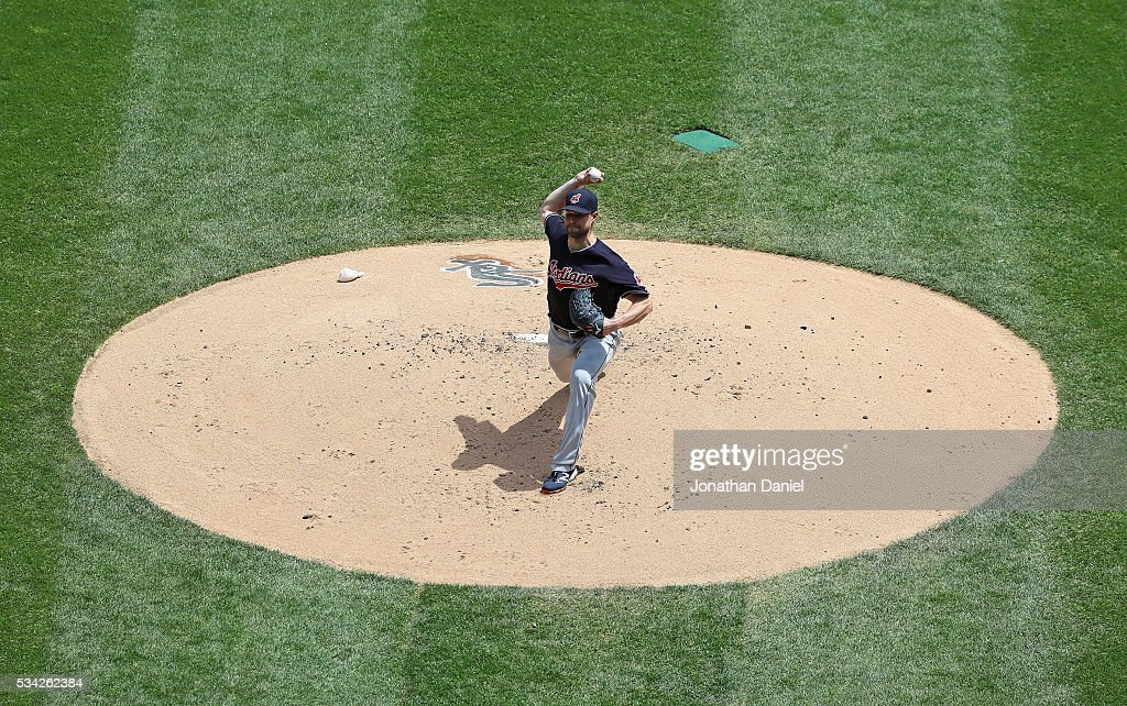 Starting pitcher <a gi-track='captionPersonalityLinkClicked' href=/galleries/search?phrase=Corey+Kluber&family=editorial&specificpeople=7513243 ng-click='$event.stopPropagation()'>Corey Kluber</a> #28 of the Cleveland Indians delivers the ball against the Chicago White Sox at U.S. Cellular Field on May 25, 2016 in Chicago, Illinois.