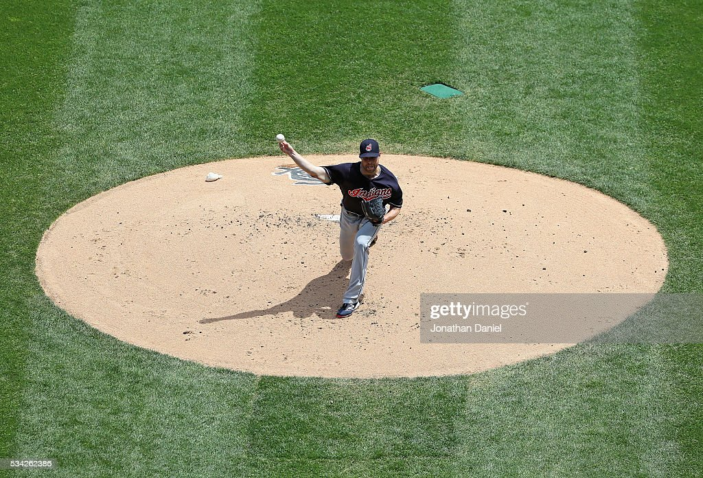 Starting pitcher Corey Kluber #28 of the Cleveland Indians delivers the ball against the Chicago White Sox at U.S. Cellular Field on May 25, 2016 in Chicago, Illinois.
