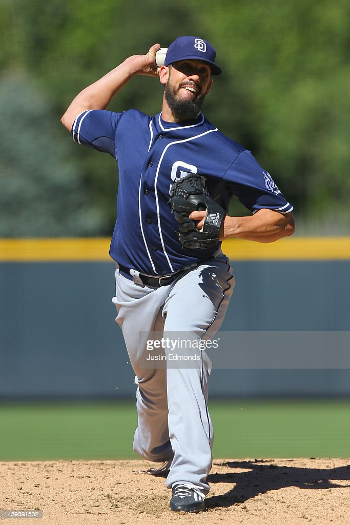 Starting pitcher <a gi-track='captionPersonalityLinkClicked' href=/galleries/search?phrase=James+Shields+-+Joueur+de+baseball&family=editorial&specificpeople=8138267 ng-click='$event.stopPropagation()'>James Shields</a> #33 of the San Diego Padres delivers to home plate during the first inning against the Colorado Rockies at Coors Field on September 20, 2015 in Denver, Colorado.