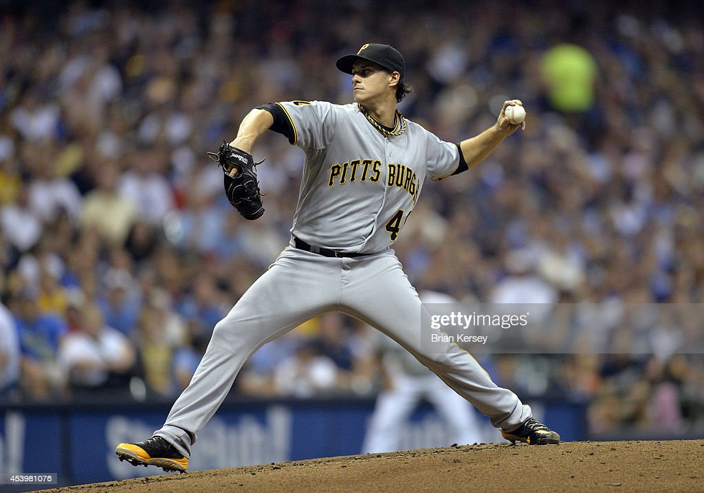 Starting pitcher Jeff Locke #49 of the Pittsburgh Pirates delivers a pitch during the third inning against the Milwaukee Brewers at Miller Park on August 22, 2014 in Milwaukee, Wisconsin.