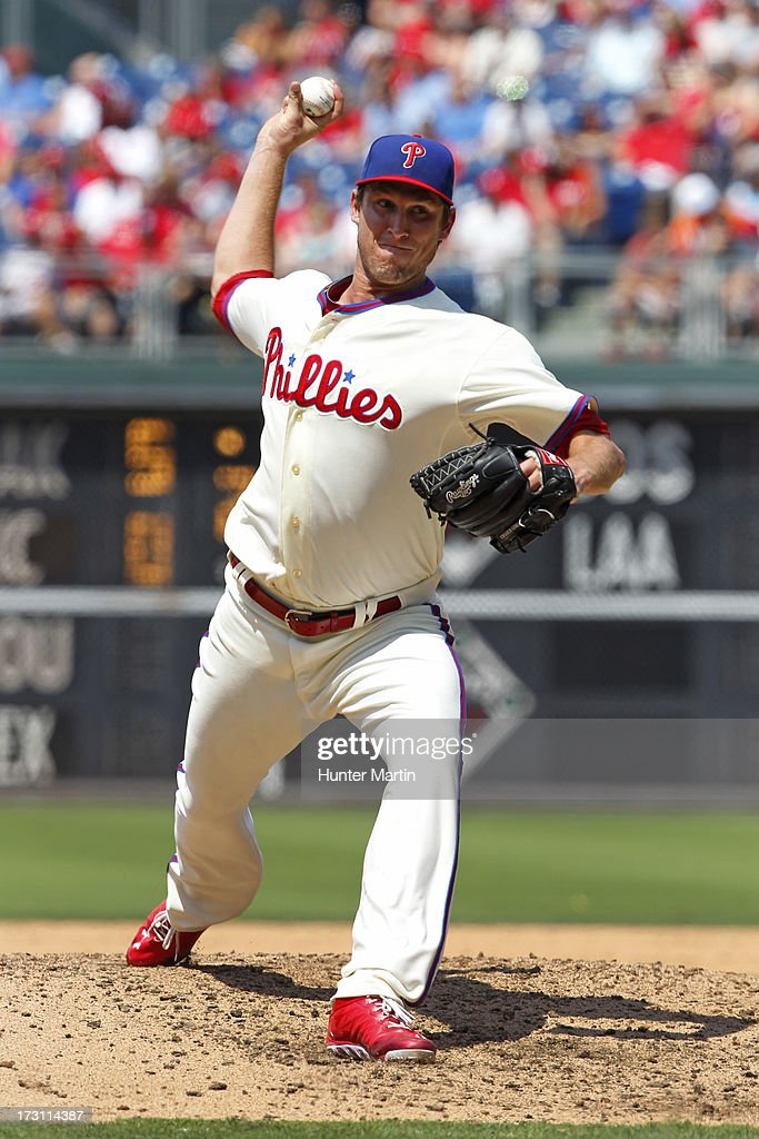 Starting pitcher <a gi-track='captionPersonalityLinkClicked' href=/galleries/search?phrase=Jonathan+Pettibone&family=editorial&specificpeople=10524568 ng-click='$event.stopPropagation()'>Jonathan Pettibone</a> #44 of the Philadelphia Phillies throws a pitch during a game against the Atlanta Braves at Citizens Bank Park on July 7, 2013 in Philadelphia, Pennsylvania. The Phillies won 7-3.