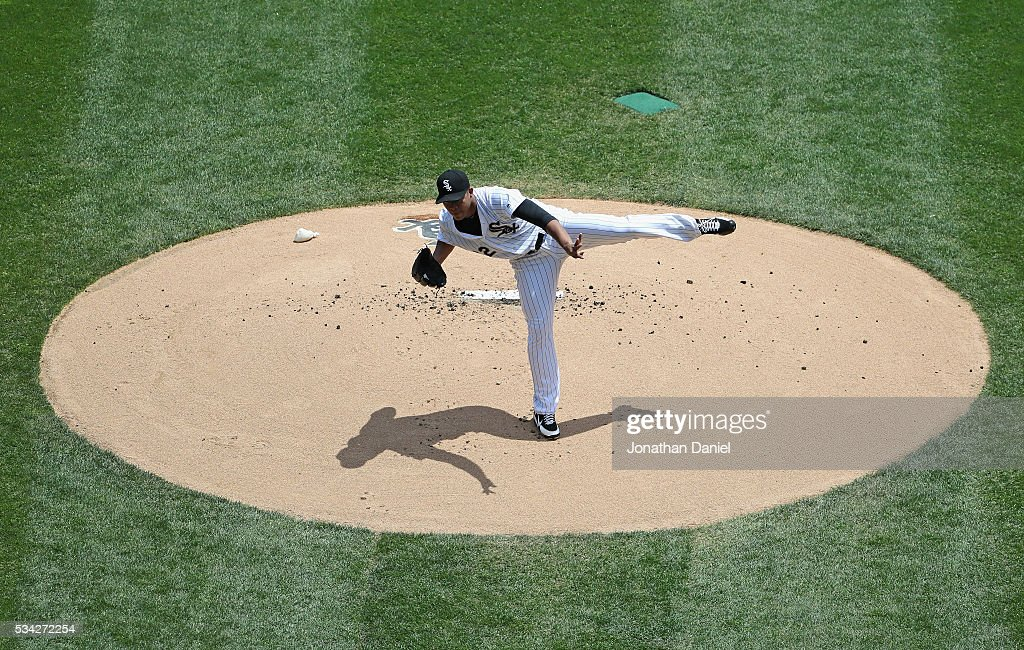 Starting pitcher Jose Quintana #62 of the Chicago White Sox delivers the ball against the Cleveland Indians at U.S. Cellular Field on May 25, 2016 in Chicago, Illinois.