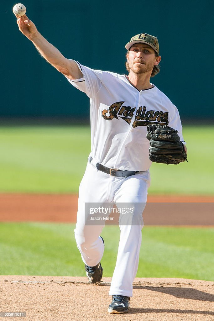 Starting pitcher <a gi-track='captionPersonalityLinkClicked' href=/galleries/search?phrase=Josh+Tomlin&family=editorial&specificpeople=7130975 ng-click='$event.stopPropagation()'>Josh Tomlin</a> #43 of the Cleveland Indians pitches during the first inning against the Texas Rangers at Progressive Field on May 30, 2016 in Cleveland, Ohio.