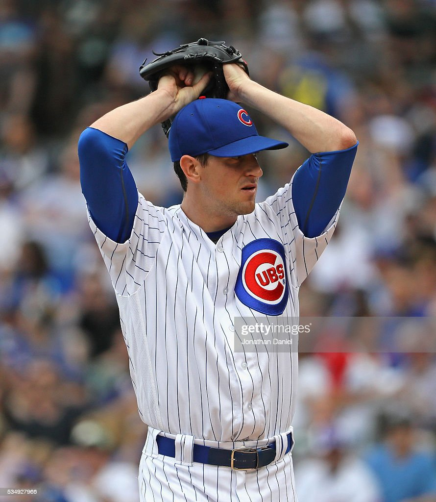 Starting pitcher <a gi-track='captionPersonalityLinkClicked' href=/galleries/search?phrase=Kyle+Hendricks&family=editorial&specificpeople=9130544 ng-click='$event.stopPropagation()'>Kyle Hendricks</a> #28 of the Chicago Cubs delivers the ball against the Philadelphia Phillies at Wrigley Field on May 28, 2016 in Chicago, Illinois.