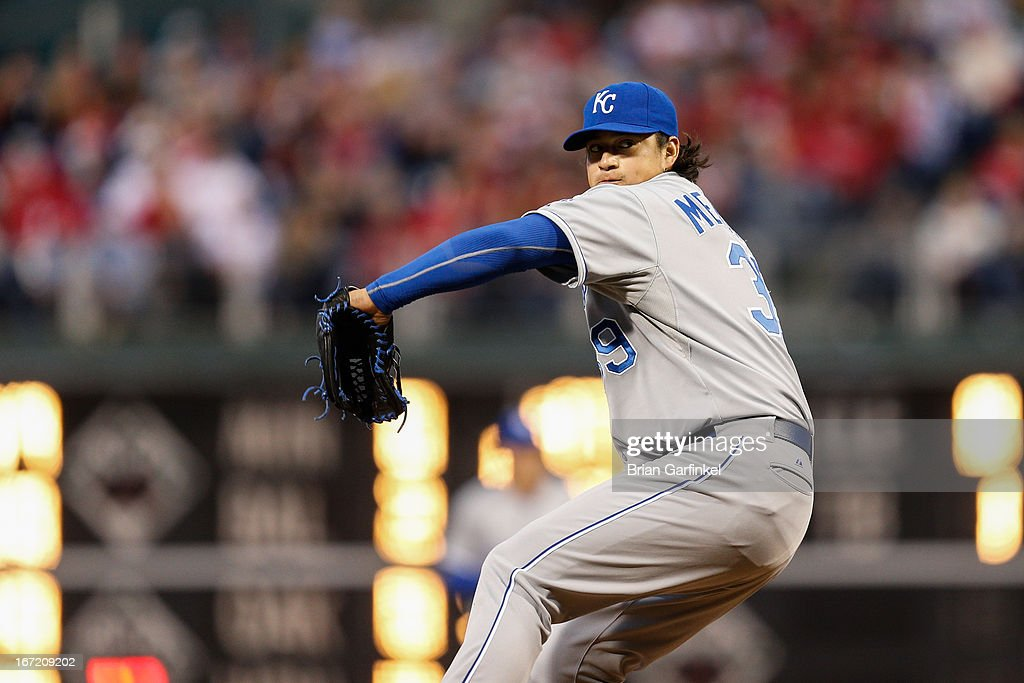Starting pitcher <a gi-track='captionPersonalityLinkClicked' href=/galleries/search?phrase=Luis+Mendoza+-+Jugador+de+b%C3%A9isbol&family=editorial&specificpeople=9657658 ng-click='$event.stopPropagation()'>Luis Mendoza</a> #39 of the Kansas City Royals throws a pitch during the interleague game against the Philadelphia Phillies at Citizens Bank Park on April 6, 2013 in Philadelphia, Pennsylvania. The Phillies won 4-3.
