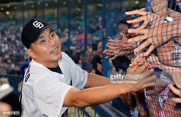 Starting pitcher Masahiro Yamamoto of Chunichi Dragons celebrates the win with fans after the Central League game against Hanshin Tigers at Nagoya...