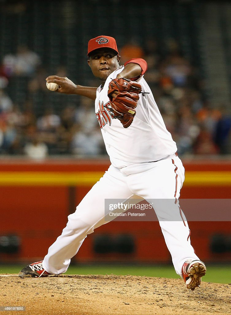 Starting pitcher <a gi-track='captionPersonalityLinkClicked' href=/galleries/search?phrase=Rubby+De+La+Rosa&family=editorial&specificpeople=7521869 ng-click='$event.stopPropagation()'>Rubby De La Rosa</a> #12 of the Arizona Diamondbacks pitches against the San Francisco Giants during the MLB game at Chase Field on April 7, 2015 in Phoenix, Arizona. The Diamondbacks defeated the Giants 7-6.