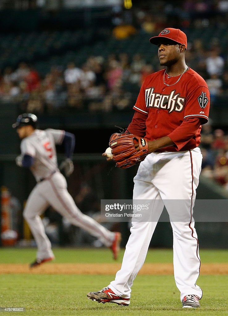 Starting pitcher <a gi-track='captionPersonalityLinkClicked' href=/galleries/search?phrase=Rubby+De+La+Rosa&family=editorial&specificpeople=7521869 ng-click='$event.stopPropagation()'>Rubby De La Rosa</a> #12 of the Arizona Diamondbacks reacts after giving up a three-run home run to <a gi-track='captionPersonalityLinkClicked' href=/galleries/search?phrase=Freddie+Freeman&family=editorial&specificpeople=5743987 ng-click='$event.stopPropagation()'>Freddie Freeman</a> #5 of the Atlanta Braves during the second inning of the MLB game at Chase Field on June 3, 2015 in Phoenix, Arizona.