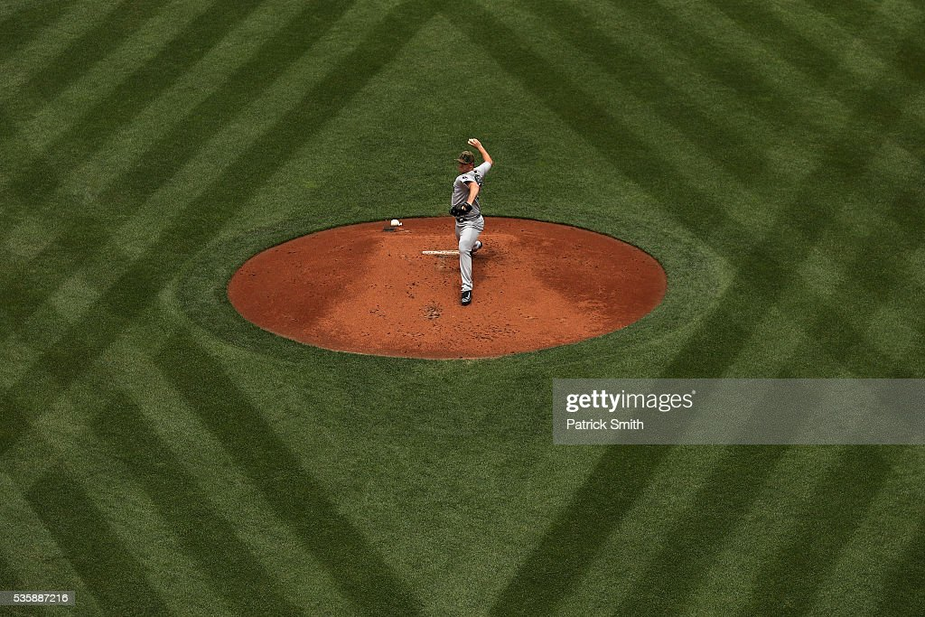 Starting pitcher <a gi-track='captionPersonalityLinkClicked' href=/galleries/search?phrase=Steven+Wright+-+Baseball+Player&family=editorial&specificpeople=14646404 ng-click='$event.stopPropagation()'>Steven Wright</a> #35 of the Boston Red Sox works the first inning against the Baltimore Orioles at Oriole Park at Camden Yards on May 30, 2016 in Baltimore, Maryland.