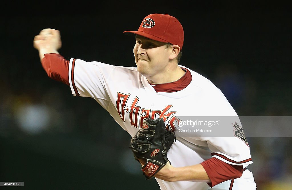 Starting pitcher <a gi-track='captionPersonalityLinkClicked' href=/galleries/search?phrase=Trevor+Cahill&family=editorial&specificpeople=5437061 ng-click='$event.stopPropagation()'>Trevor Cahill</a> #35 of the Arizona Diamondbacks pitches against the Los Angeles Dodgers during the MLB game at Chase Field on August 26, 2014 in Phoenix, Arizona.