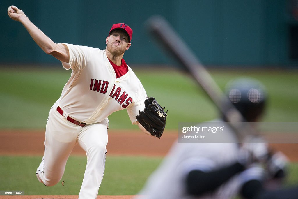 Starting pitcher Zach McAllister #34 of the Cleveland Indians pitches to Jeff Keppinger #7 of the Chicago White Sox during the first inning against the Chicago White Sox at Progressive Field on April 13, 2013 in Cleveland, Ohio.