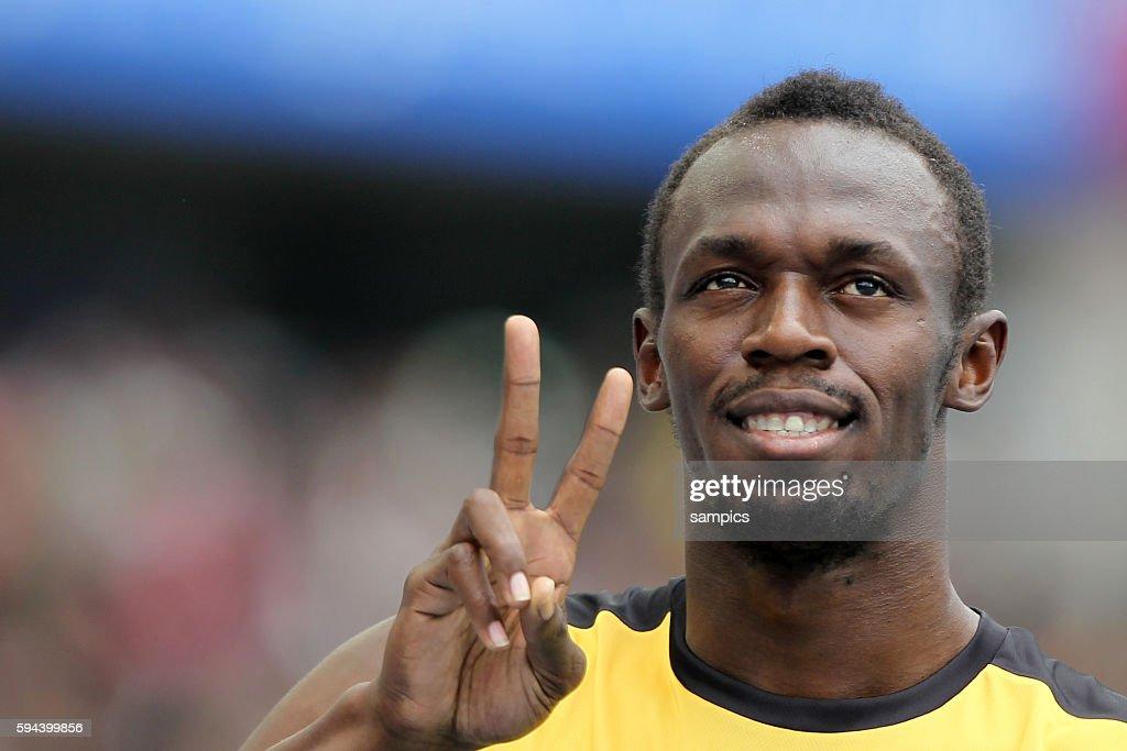 Startvorbereitung ala Usain Bolt beim 200 Meter Vorlauf mit Victory Zeichen IAAF Leichtathletik WM Weltmeisterschaft in Daegu Sudkores 2011 IAAF...
