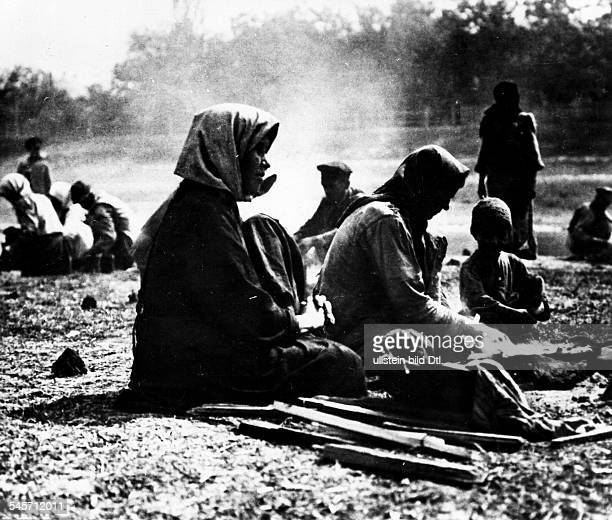 Starving people in the Ukraine during the civil war 1920/21