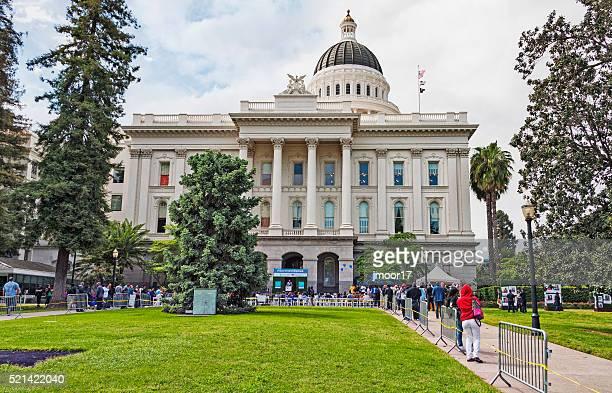 Capitole de l'État de la foule et de manifestation