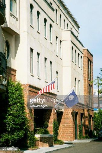 US State Flag and an American Flag hanging on a wall, Charleston, South Carolina, USA : Foto de stock