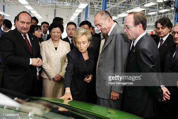 State visit of french President Jacques Chirac with wife Bernadette Chirac In Wuhan China On October 27 2006 Jacques Chirac and Bernadette Chirac...