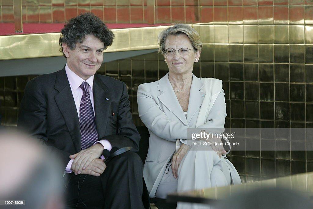 State Visit Of Jacques Chirac In Brazil. La signature des accords de coopération culturelle et scientifique à BRASILIA entre la France et le Brésil : Michèle ALLIOT-MARIE assise aux côtés de Thierry BRETON.