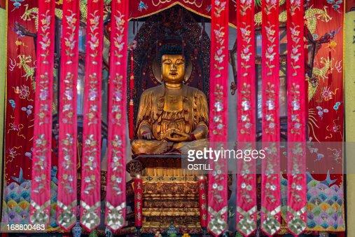 statue in The Jade Buddha Temple shanghai china : Stock Photo