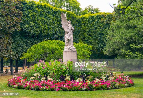 Statue in the luxembourg gardens paris france stock photo for Statue de jardin belgique