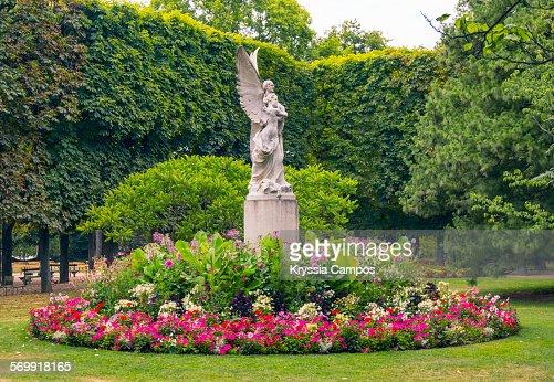 Statue in the luxembourg gardens paris france stock photo for Les jardins de villa paris