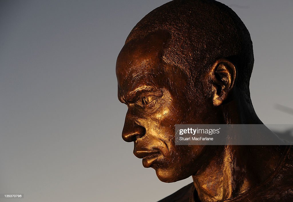 A statue of Arsenal Legend <a gi-track='captionPersonalityLinkClicked' href=/galleries/search?phrase=Thierry+Henry&family=editorial&specificpeople=167275 ng-click='$event.stopPropagation()'>Thierry Henry</a> is unveiled at Emirates Stadium. This is one of three iconic statues to be placed at the Emirates Stadium home of Arsenal Football Club. on December 9, 2011 in London, England.