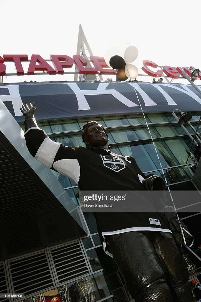 A statue of former NHL player Wayne Gretzky is seen outside the Staples Center before Game Six of the 2012 Stanley Cup Final between the Los Angeles Kings and the New Jersey Devils at the Staples Center on June 11, 2012 in Los Angeles, California.