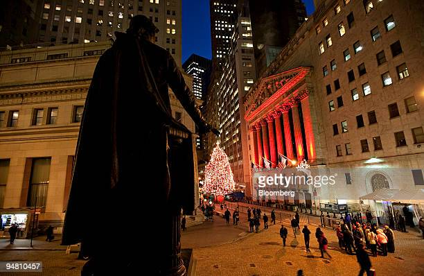 A statue of George Washington stands outside the Federal Hall National Memorial across from the New York Stock Exchange in New York US on Friday Dec...
