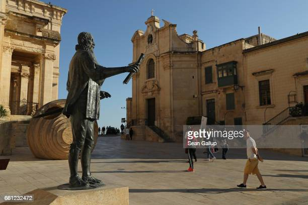 A statue of Jean Parisot de Valette Grand Master of the Order of the Knights of Malta stands on March 30 2017 in Valletta Malta Valletta a fortfied...