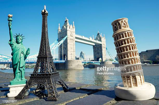 Statue von Liberty Eiffelturm und London Bridge Schiefer Pisa