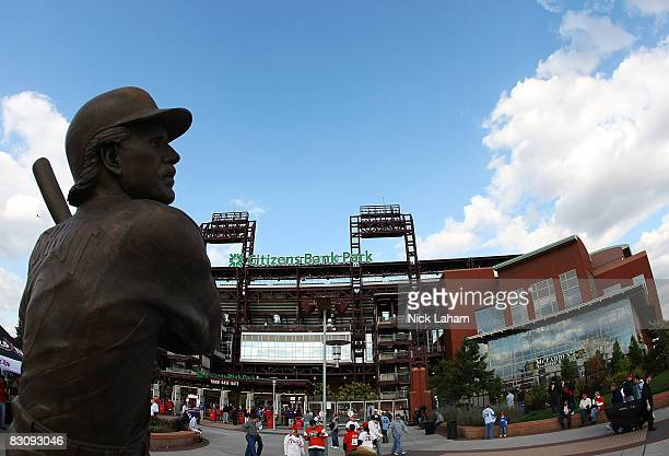 A statue of Mike Schmidt is seen at the entrance to Citizens Bank Ballpark prior to Game 2 of the NLDS Playoffs between the Philadelphia Philles and...