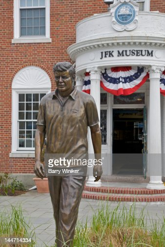 Statue of President Kennedy in front of museum : Stock Photo