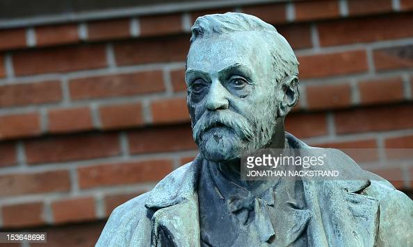 A statue of Swedish inventor of dynamite Alfred Nobel is seen prior to the awardings of the 2012 Nobel Prize in Medicine on October 8 2012 at the...