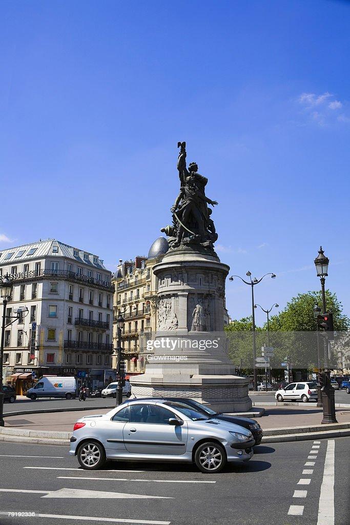 Statues at a town square, Paris, France : Foto de stock