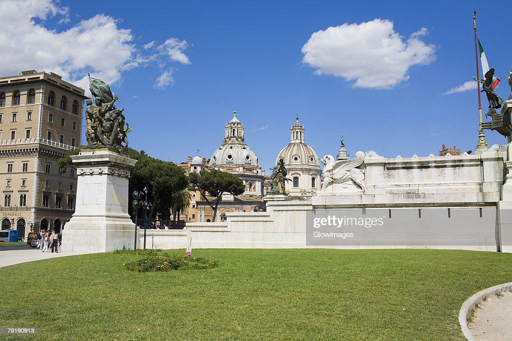 Statues in front of a building, Santa Maria Dei Miracoli, Santa Maria Di Montesanto, Piazza Del Popolo, Rome, Italy : Foto de stock