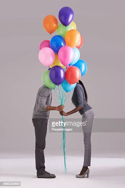 Roubar um beijo atrás dos balões