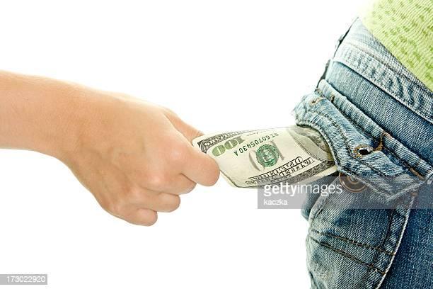 Robar dinero aislado sobre blanco