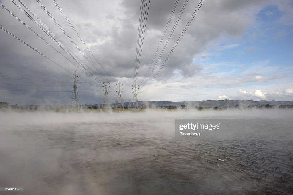 Steam rises from the cooling pond outside International Power Plc's Hazelwood coal-fired power station in the Latrobe Valley, Australia, on Wednesday, Sept. 7, 2011. Australian prime minister Julia Gillard's plan to make factories and utilities either cut the nation's greenhouse gases or pay for pollution-curbing programs abroad may force companies to buy an average 66 million metric tons of credits a year starting in 2015, sending prices up 28 percent. Photographer: Carla Gottgens/Bloomberg via Getty Images