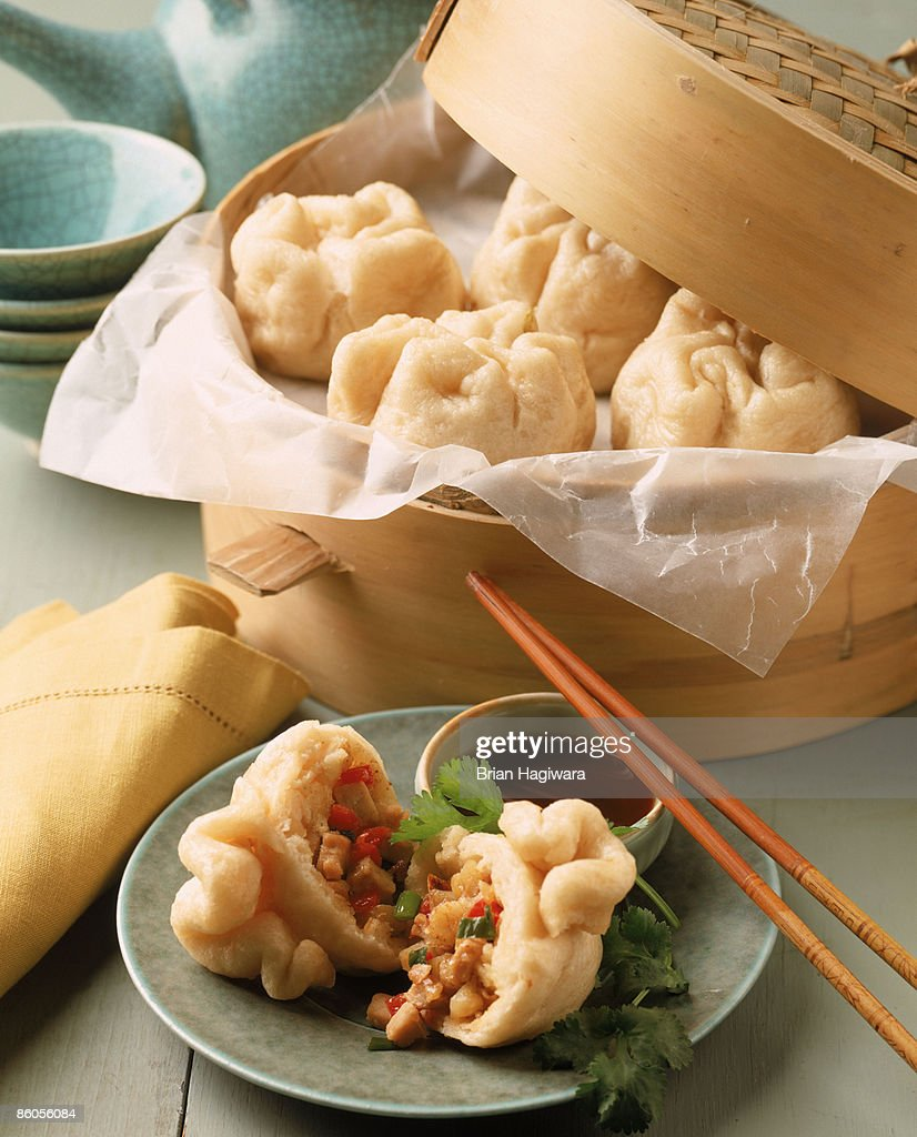 Steamed dumplings with chicken , pepper , and scallions : Stock Photo