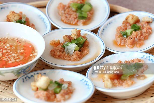 Steamed flat rice cake topped with shrimp and pork